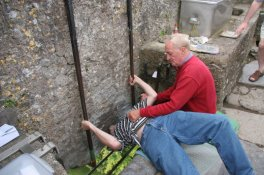 Billedresultat for KISSING THE BLARNEY STONE
